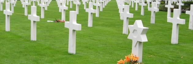 """A Ypres (Belgio): """"Tra croci bianche, pietre nere e 'coperte' colorate"""" (F. Corazzina)"""